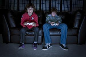 Videogames e violência - Os pequenos ficam mais agitados, o que é super natural. Mas daí a culpar os jogos caso eles batam nos coleguinhas de escola, é um grande equívoco.
