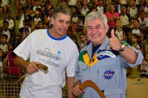 Magrão durante evento com o astronauta Marcos Pontes.