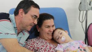A Família Ramos - Luiz, Camila e a pequena Stelinha, em tratamento de leucemia no Gacc.