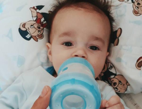 Nem todo bebê nasce sabendo mamar no peito